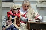 V pondělí na náměstí Republiky oslavovali občané Duchcova májku.