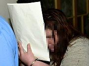 Okresní soud v Teplicích rozhodoval 23. dubna 2018 o uvalení vazby na devětadvacetiletou ženu z Teplic, kterou policie obvinila z vraždy novorozence. Jde o matku dítěte, která mu po porodu neposkytla dostatečnou péči, a v důsledku toho chlapec zemřel.