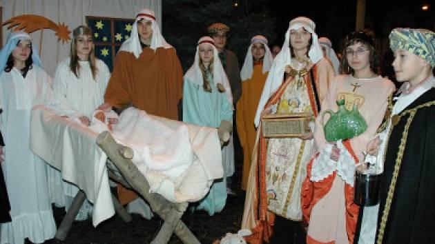 Studenti Biskupského gymnázia v Bohosudově zahráli živý Betlém