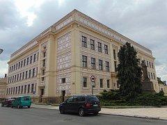 Gymnázium a Střední průmyslová škola v Duchcově.