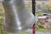 Kostel v Mukově má opět zvon a to po dlouhých 70 letech