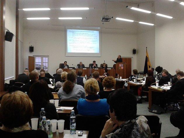 Jednání zastupitestva v Teplicích.