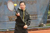 Profesor Tanikawa - host tenisového turnaje