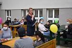 Dvacet dva prvňáčků přivítali v úterý 1. září v teplické základní škole Maxe Švabinského.