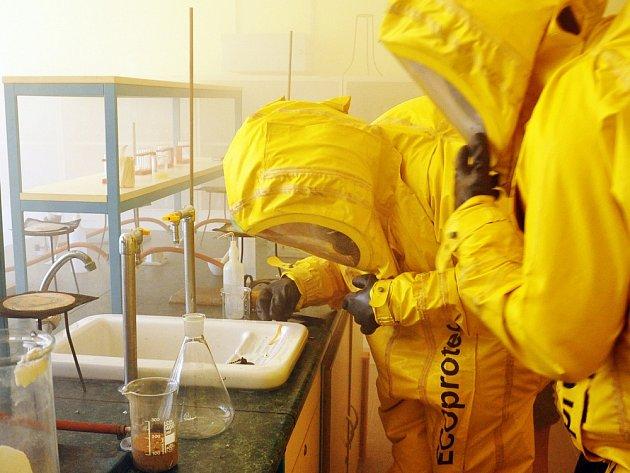 Únik chemické látky prověřil školáky i hasiče