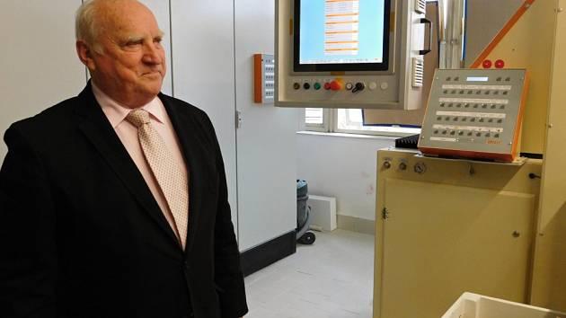 Od nové linky čeká generální ředitel Českého porcelánu Vladimír Feix zvýšení kvality, plynulý tok výroby a lepší předzásobení sortimentu.