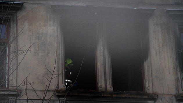 Požár bytu v domě v ulici Čs. dobrovolců v Teplicích