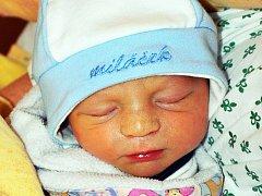 MICHAL KANČÍ se narodil Elišce Hlubučkové z Duchcova 5. června ve 2.02 hod. v teplické porodnici. Měřil 45 cm a vážil 2,25 kg.