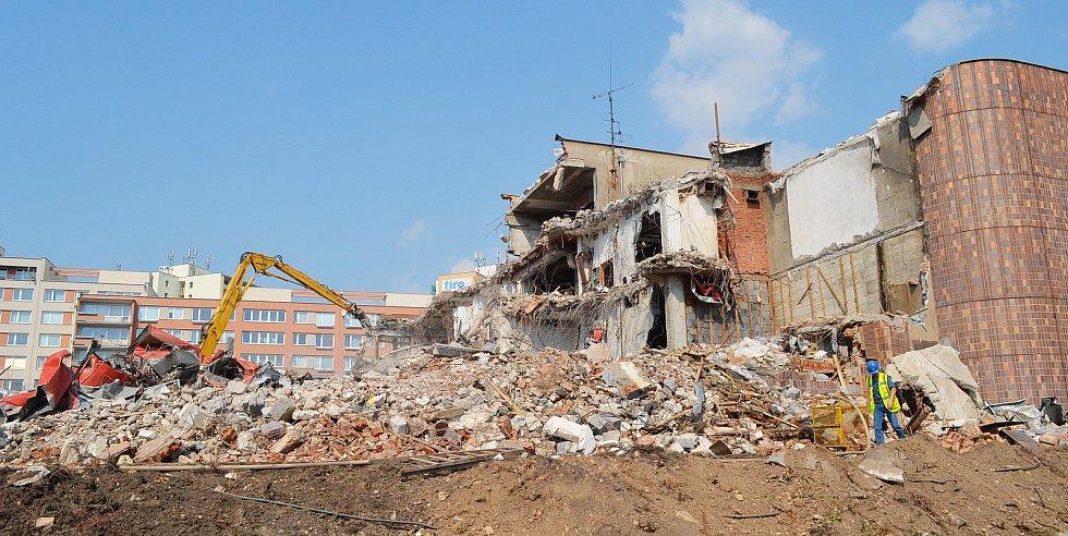 Zahájení demoličních prací OD Prior Teplice, 2012.