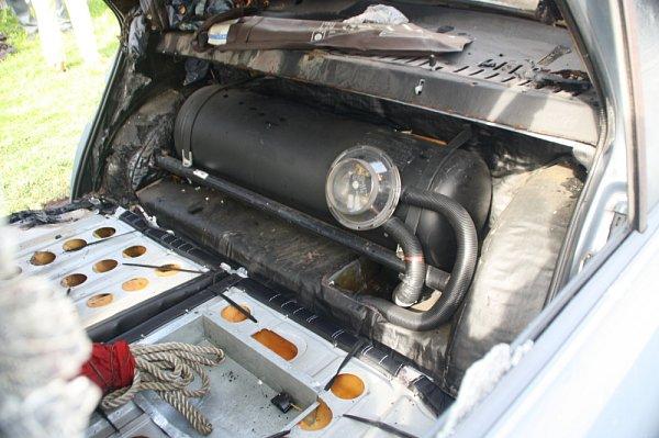 Požár motoru osobního auta na plyn