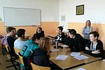 Americká lektorka vedla konvzerační kurz na Obchodní akademii v Teplicích