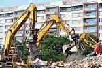 Demoliční práce -  OD Prior Teplice, 2012. Foto: