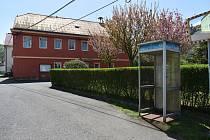 Bývalá telefonní budka v Žimu na Teplicku