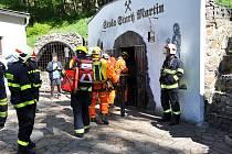 Hasiči trénovali v hornické štole Starý Martin u Krupky.