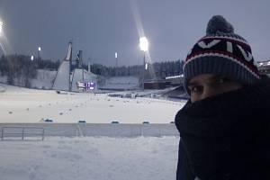 ROZEDNÍVÁ SE. Je půl desáté dopoledne, ve Finsku začíná den. Pod můstky v Lahti.