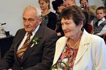 Ferdinanda a Alžbětu přivedla na radnici  diamantová cestička společným životem