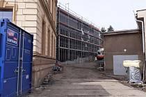 Výstavba tělocvičny v Hrobu na Teplicku.