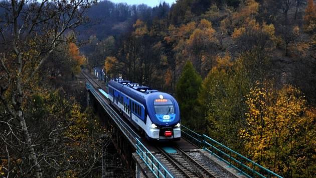 Spěšný vlak ze Znojma do Jihlavy bude bez přestupu v Okříškách