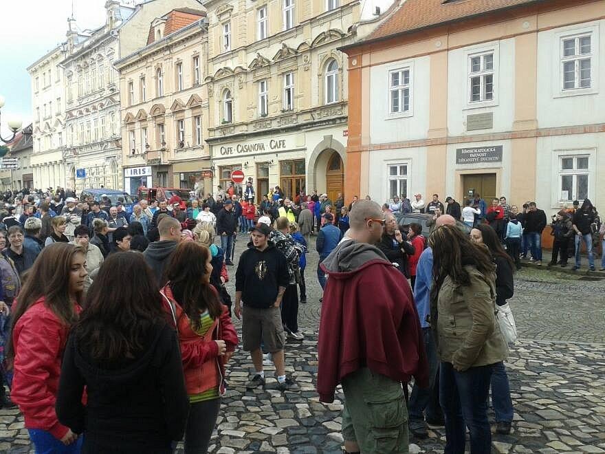 Demonstrace proti romskému násilí v Duchcově.
