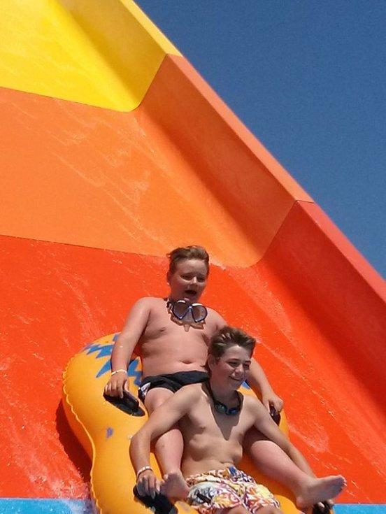 Vnoučata na dovolené v Tunisu kdy hodně času trávily v aquaparku. Tonda Jehlička