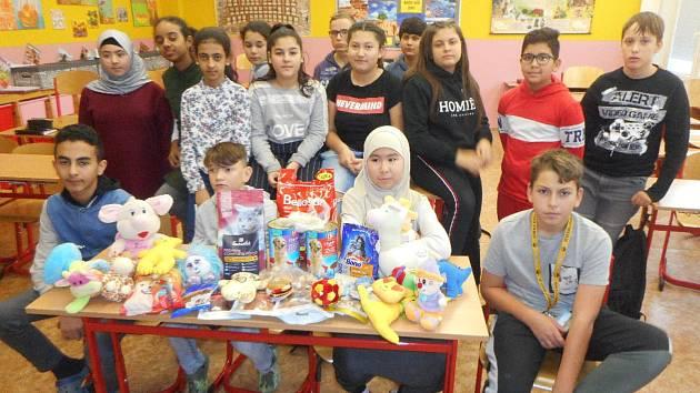Žáci ze ZŠ Plynárenská navštívili útulek v Proseticích.
