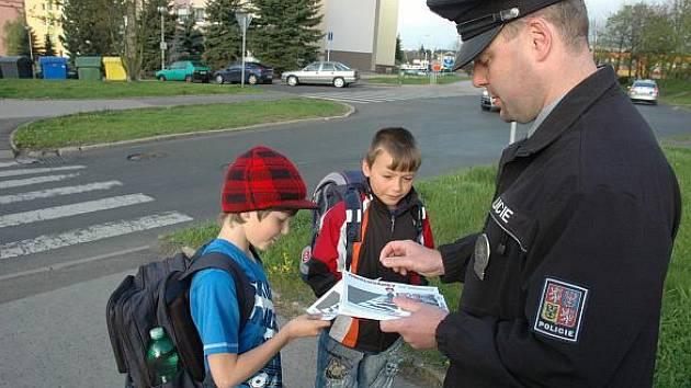 Policie to v těchto dnech připomíná školákům na Teplicku, ohrožené skupině chodců