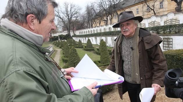Ladislav Smoljak při natáčení na duchcovském zámku