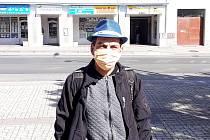 Bezdomovec Jirka: Žiju na ulici, bojím se koronaviru. Nosím proto roušku a snažím se dodržovat hygienu.
