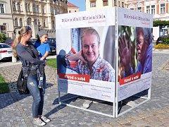 """Putovní výstava """"Národní kronika"""" na náměstí Svobody."""