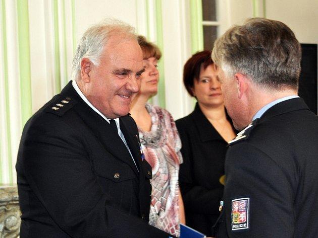 Josef Šejbl (na snímku vlevo) zasvětil práci u policie celý svůj profesní život