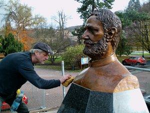 Pomník Julia Payera zdobí Šanovský park