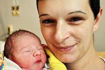 Mamince Pavlíně Štěpánkové z Ústí se 1. ledna ve 3.59 hodin v teplické porodnici narodil syn Karel Štěpánek, jako první miminko letošního roku Teplicka.