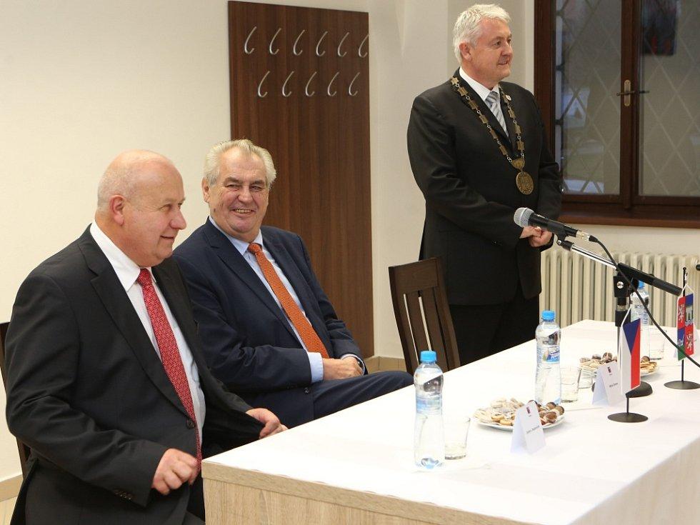 Prezident Miloš Zeman přijel na návštěvu do Krupky.