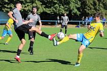 Teplice B (žluté dresy) porazily Brozany 3:0.