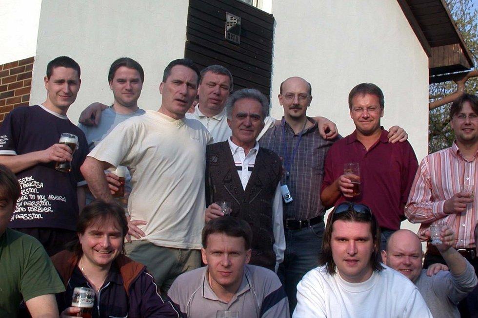 Julius Kantor při oslavě sedmdesátin (uprostřed).
