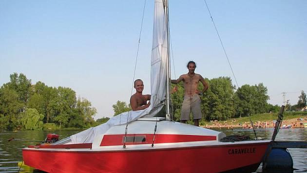 Jízda plachetnicí na jezeře u Litoměřic.