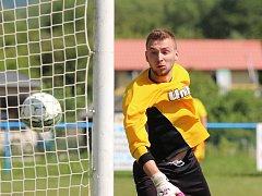 Béčko Modlan porazilo Trnovany (červené dresy) na penalty