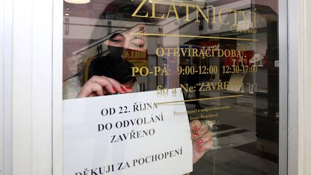 Uzavírání obchodů. Ilustrační foto.