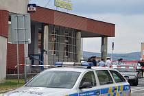 Anonym ohlásil bombu na poště v centru Teplic, policie okolí uzavřela.