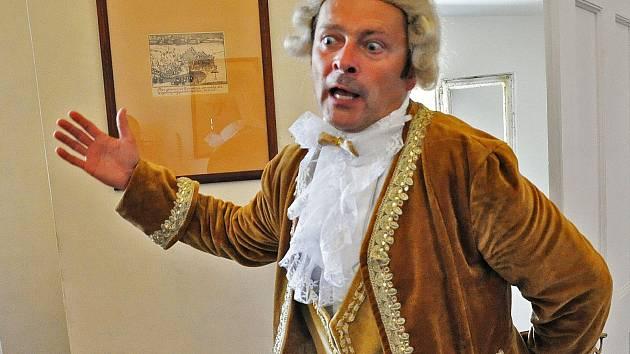 Casanova v podání herce Petra Stolaře.
