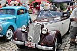 Automobilová historie zaplnila náměstí u zámku
