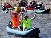 Vodáci odemykali řeku Bílinu.