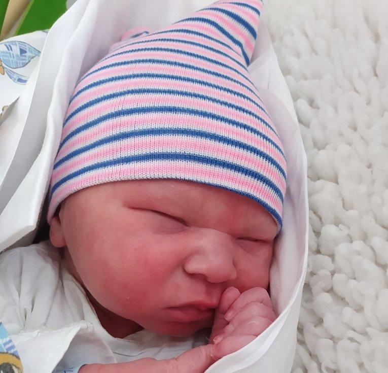 Bruno Novotný se narodil mamince Petře Novotné a otci Petru Novotnému 10. března. Měřil 51 cm a vážil 3840 gramů.
