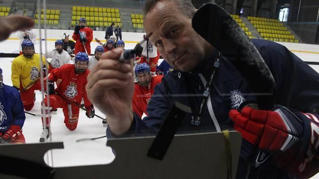 Na novém teplickém Zimáku má od pondělí do pátku soustředění ženská a juniorská hokejová reprezentace.