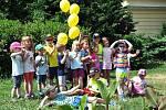 Sázení slunečnic na podporu lidí s roztroušenou sklerózou v Teplicích.