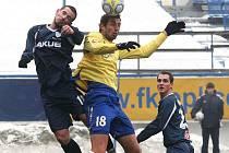 Posila FK Teplice ze Sparty Praha Libor Došek (ve žlutém)