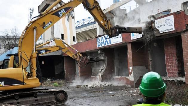 Demolice zimního stadionu v Teplicích.