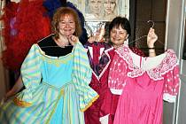 Zájemci si mohou v teplickém divadle vybrat kostým z bohaté nabídky divadelního fundusu