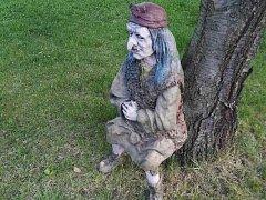 Sochu čarodějnice v Lišnici na Mostecku někdo ukradl.