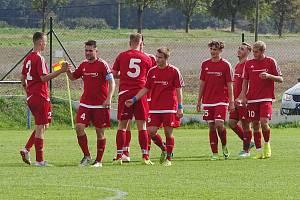 SK Liběšice - FK Bílina 1:3. Bílinští fotbalisté slaví první gól zápasu.